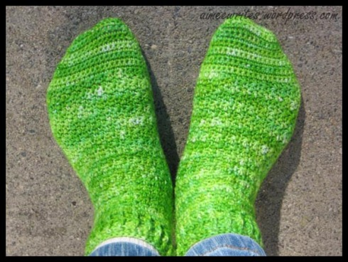 Free Crochet Pattern - Barefoot Sandal w/ Leg Wrap from the Foot